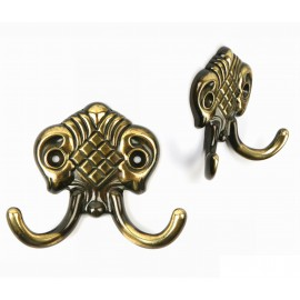 H8787-AEH Beautiful Hand Rubbed Antique English Brass Coat & Hat Hook, Double Hook, Curtain Hook Rack, Robe hook French Design Europe Traditional style Classic Elegant historical warm feeling Home Decorative Hardware Home Decor